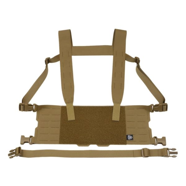 Minimalistyczna kamizelka typu chest rig kompatybilny z szerokim wachlarzem kieszeni oraz akcesoriów serii ADAPT Carrier System, co pozwala na jego konfigurację wg potrzeb